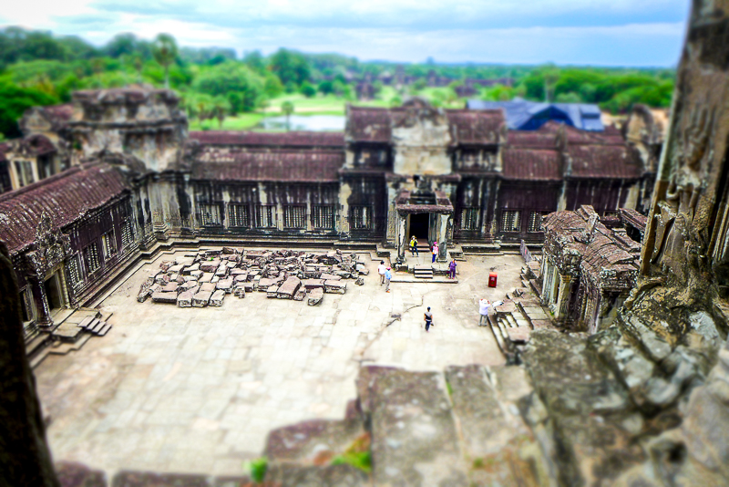 Why ruins fascinate us: Angkor Wat - courtyard work