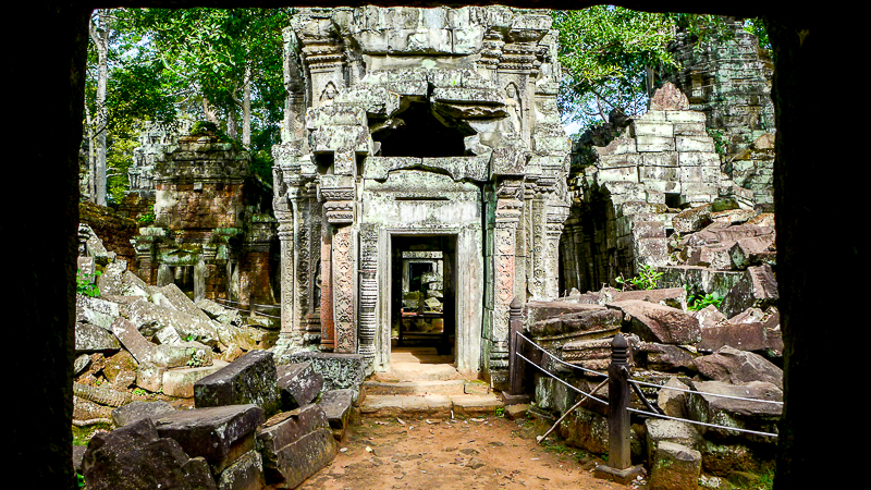 Why ruins fascinate us: Angkor Wat - entry