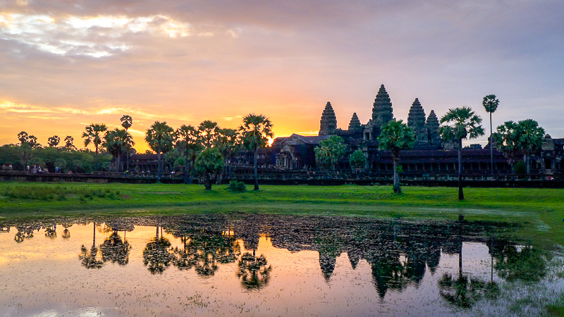 Why ruins fascinate us: Angkor Wat - sunrise