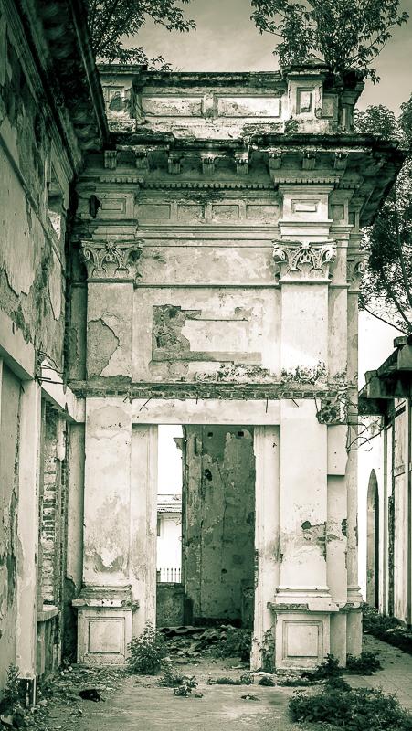 A life in ruins: Hospital doorway - Hospital San Juan de Dios, Granada, Nicaragua