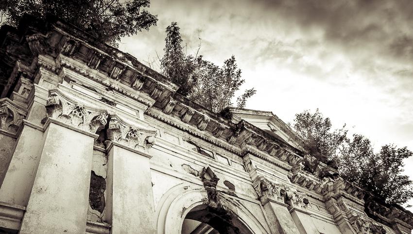 A life in ruins: Front of Hospital San Juan de Dios, Granada, Nicaragua