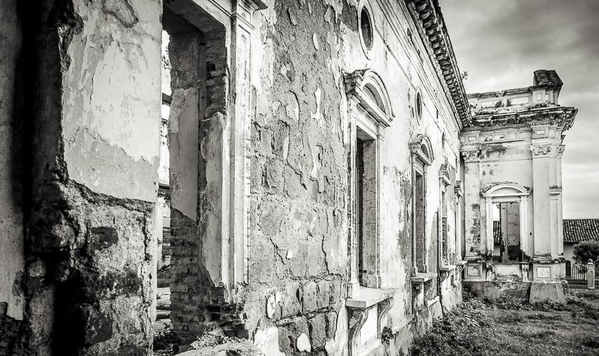 A life in ruins: Hospital San Juan de Dios, Granada, Nicaragua