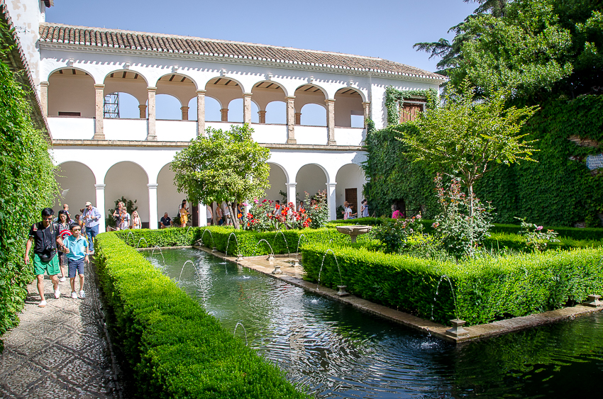 Tourist vs traveler: Generalife Garden