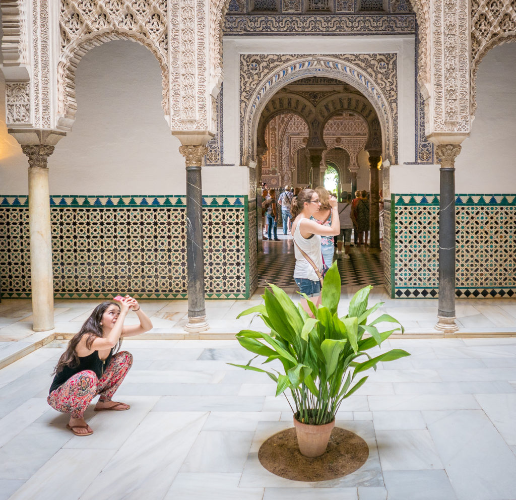 Tourist v traveler: people taking photos at Alcazar