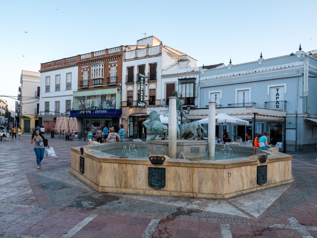 Tourist v traveler - Ronda plaza